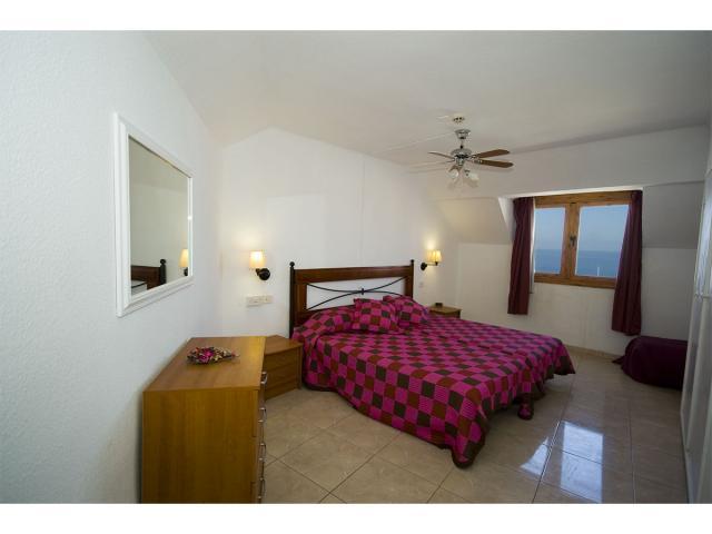 2nd bedroom in 2 bedroom apartment - Tenerife Apartments, San Eugenio, Tenerife